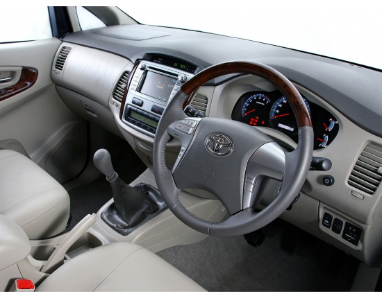 Photo toyota innova 4