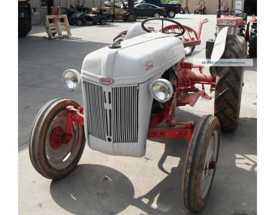 Photo 8n ford tractor